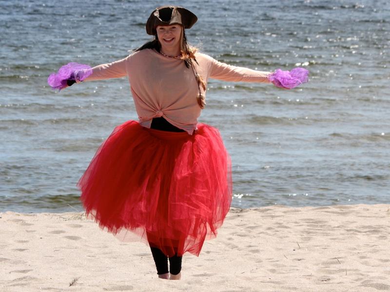 Piratsessan dansar i sanden