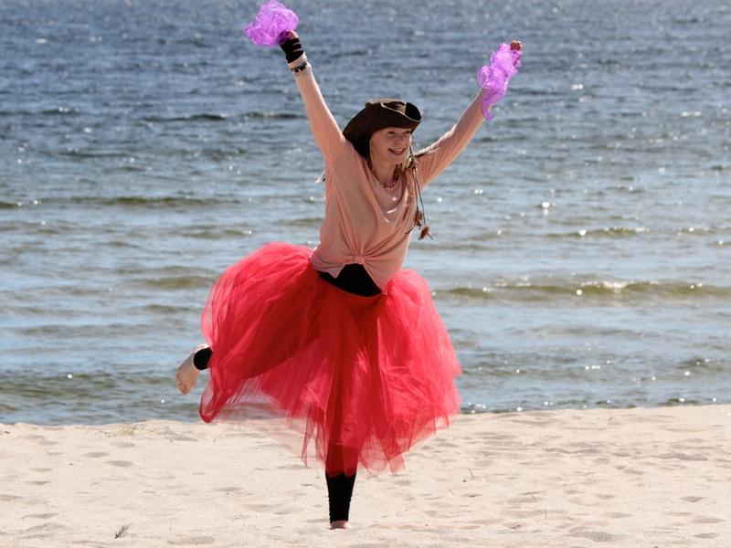 Piratsessan dansar med scarves